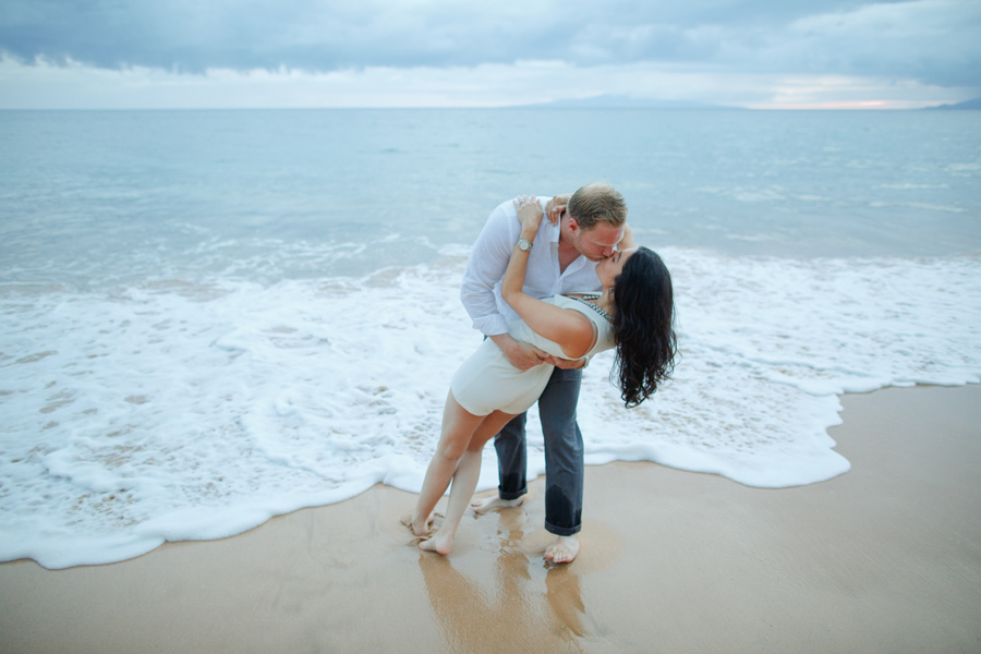 dip and kiss ocean photographer