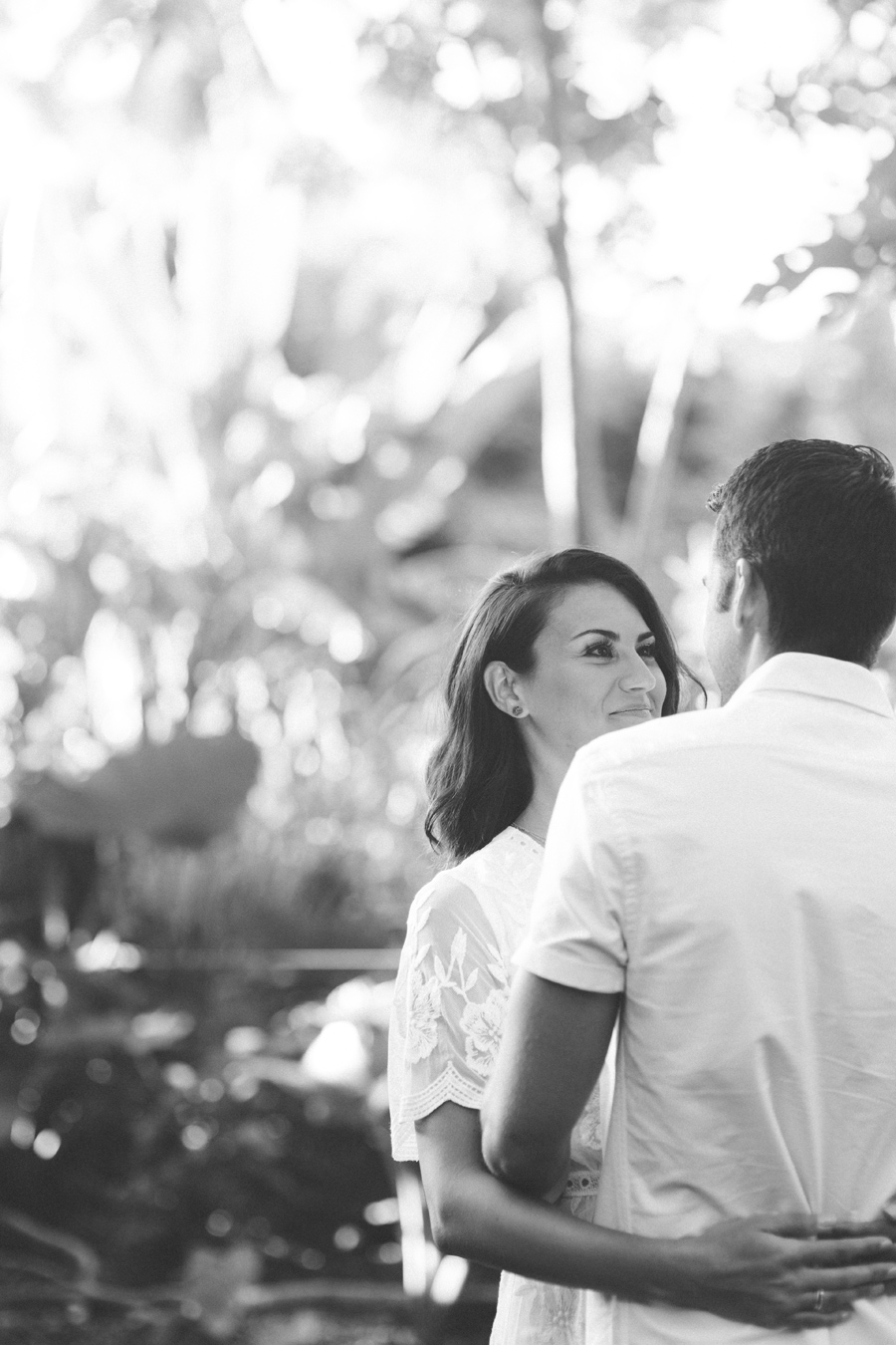 black and white maui engagment