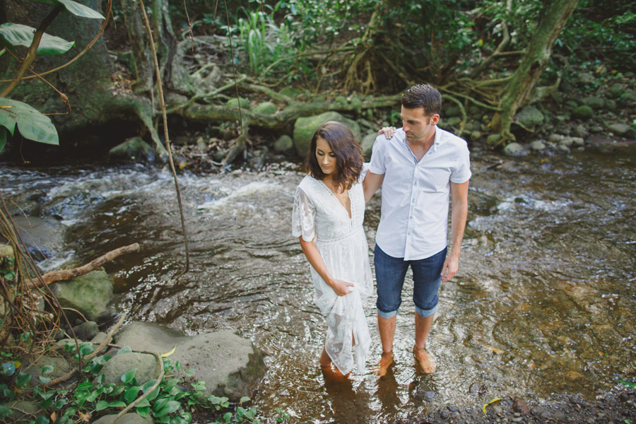 river elopement on maui