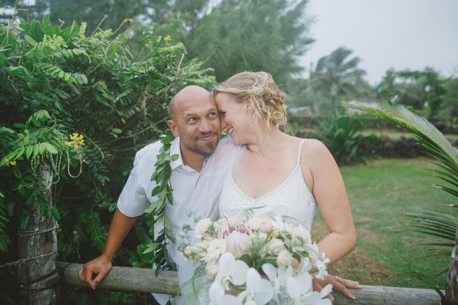 silly and fun maui wedding photographer