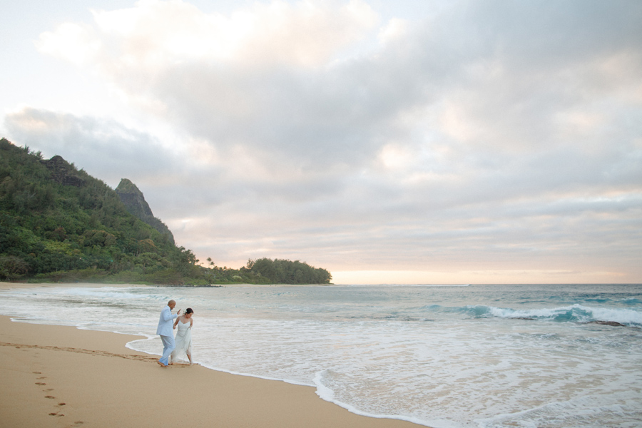 haena, kauai beach wedding photographer