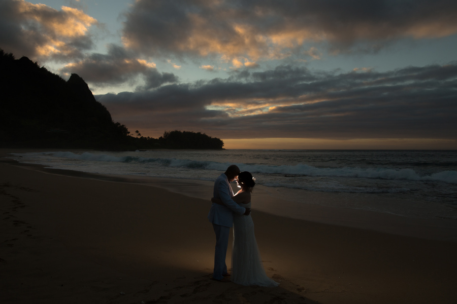 kauai sunset wedding photographer