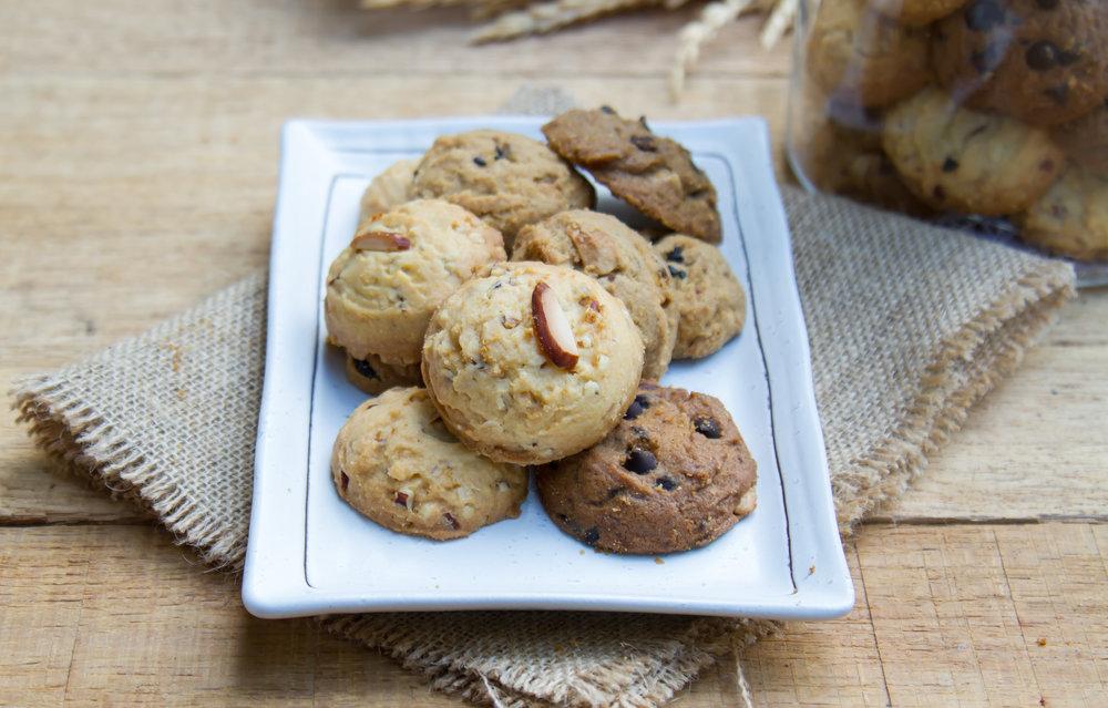 Cookie-in-white-plate.jpg