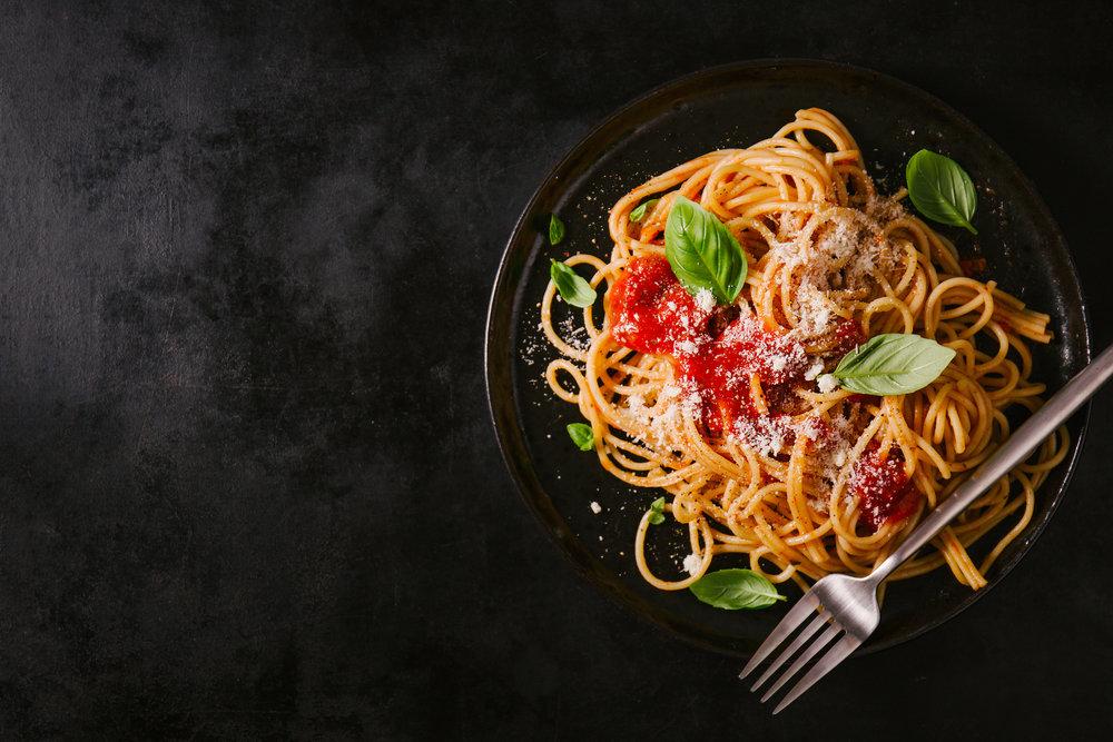 dark-plate-with-italian-spaghetti-dark.jpg