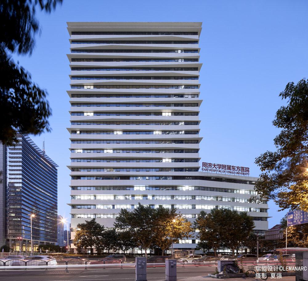 从浦东南路看东方医院新楼2.jpg