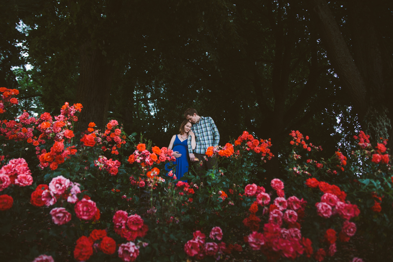 Maternity Portraits at Peninsula Park Rose Garden | Hailey King Photography | Portland Oregon lifestyle photographer | haileyking.com