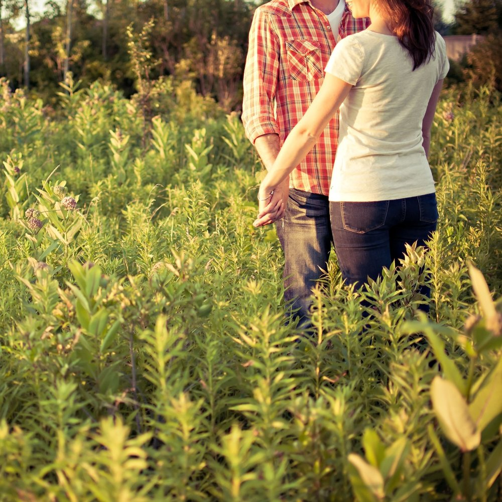 countryside-couple-engaged-139199.jpg