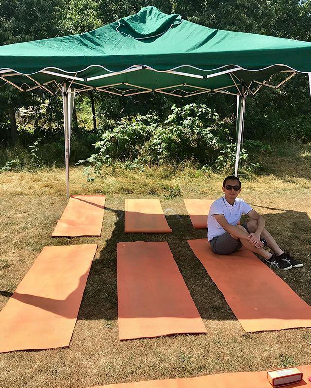 Yoga anyone? 😆🤸🏻♀️ . #weekendyoga #freeyoga #oxfordyoga #yogaoxfordshire #westoxfordcommunitycentre #yogaclass #vinyasaflow
