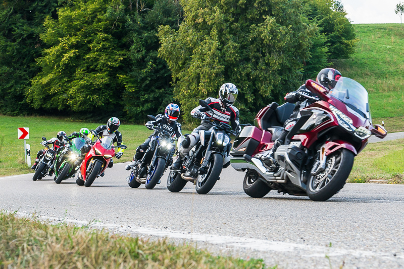 group_riding_tyson_jopson-2.jpg