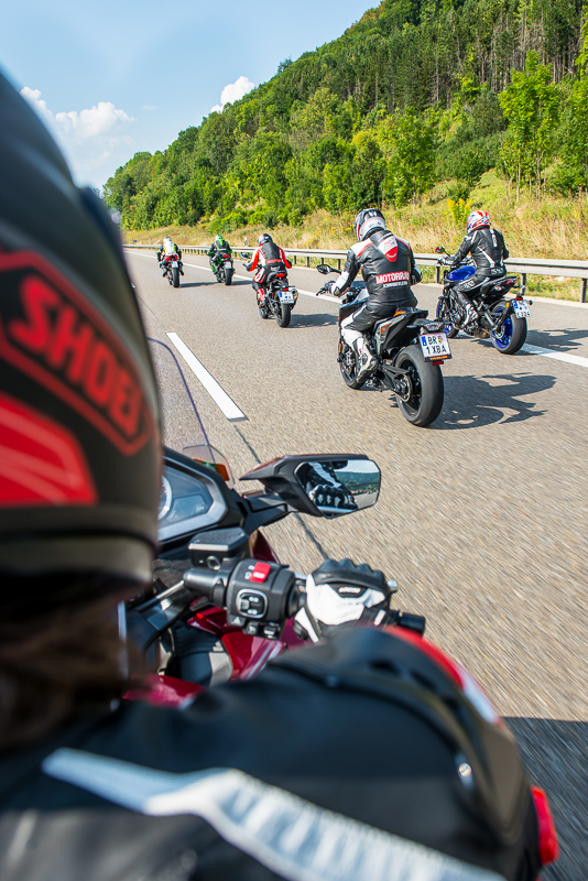 group_riding_tyson_jopson-3.jpg
