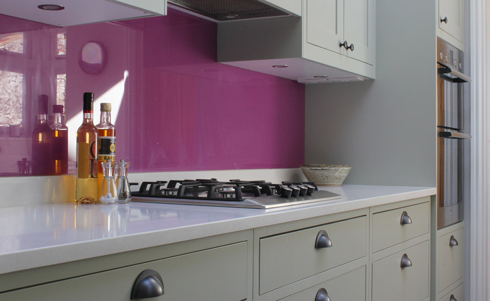 Shaker kitchen in Farrow & Ball Mizzle, quartz worktop, pink glass splashback