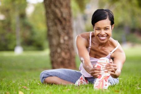 42109698_S_africanamerican_exercising_sneaker_stretching_.jpg