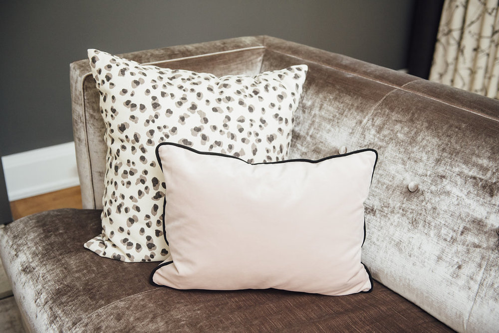 blush-couch-cushion