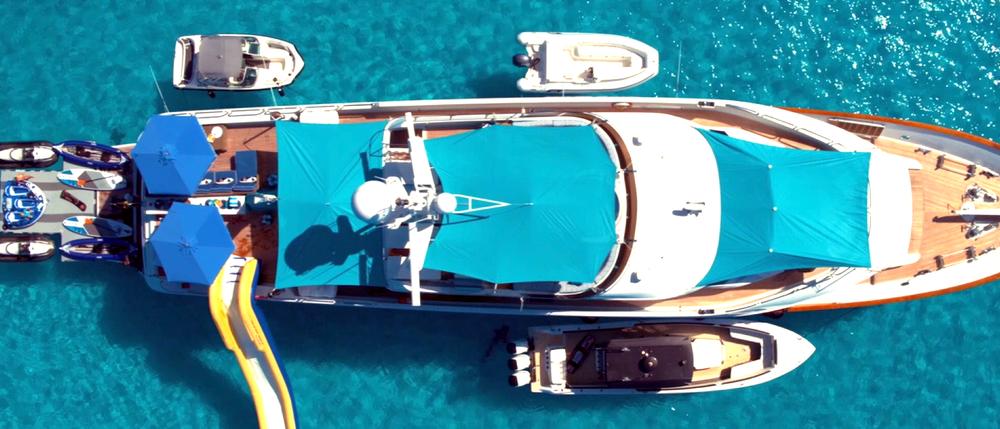 Motoryacht Sweet Escape offers a huge arrangement of sun-shade options