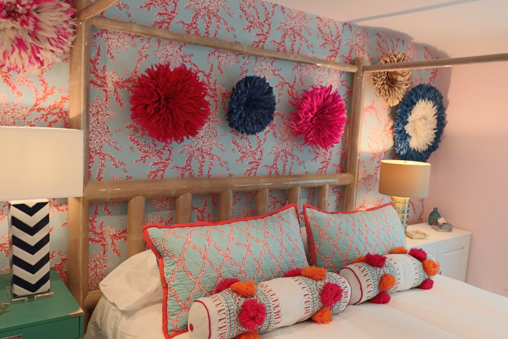 sweet-escape-cottage-paradise-island-lily-pulitzer-master-bedroom-juju-hats-4-poster-bed