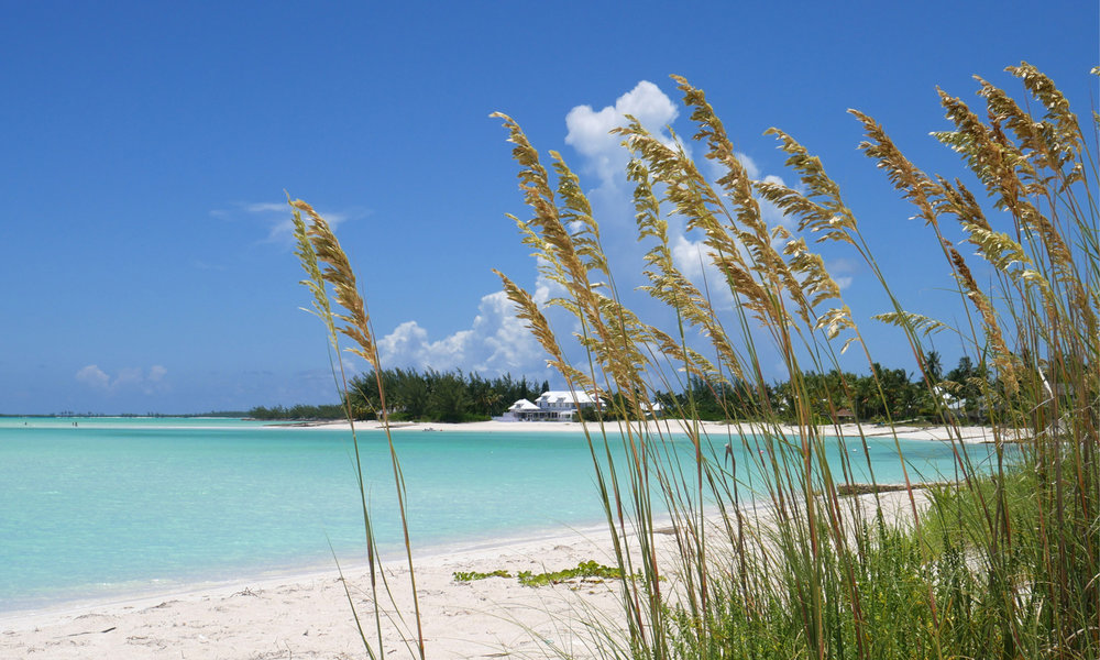 yacht-sweet-escape-charter-abaco-piggyville-Green-Turtle-Cay-Feed-Hope-Town-LightHouse