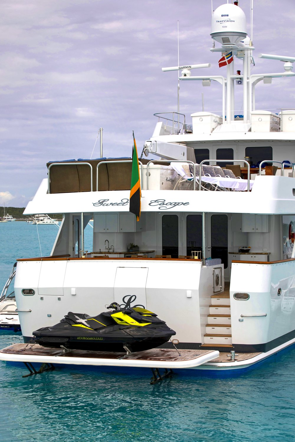 yacht-sweet-escape-hydraulic-swim-platform-luxury-charter-bahamas-bvi