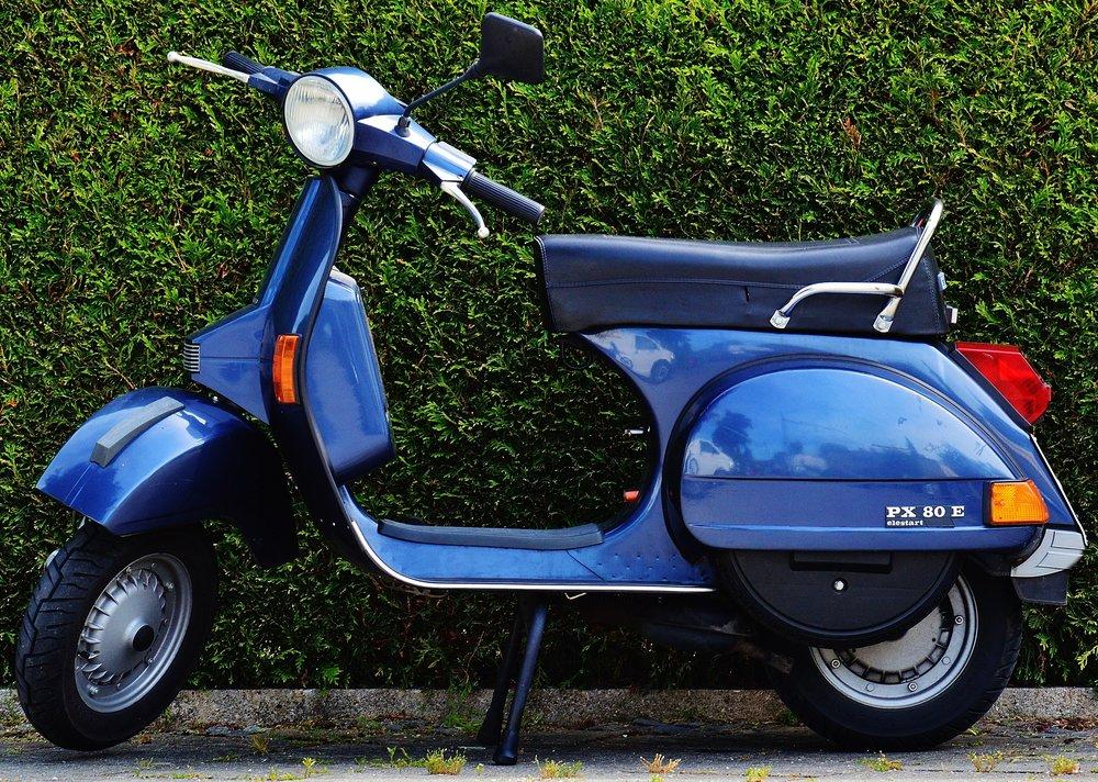 vespa-roller-motor-scooter-cult-159210.jpeg
