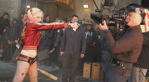 Margot-Robbie-as-Harley-Quinn-Behind-The-Scenes-suicide-squad-39727271-500-275