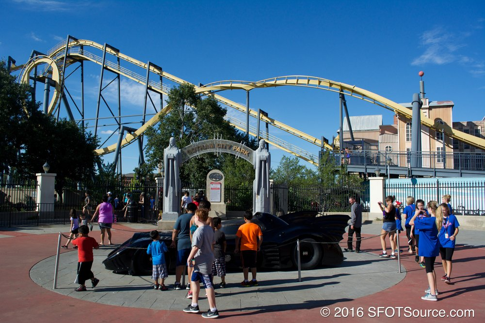 The entrance area to Batman: The Ride.