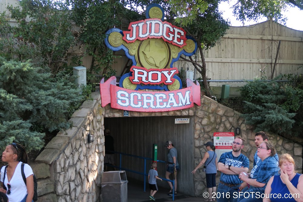 The tunneled entrance to Judge Roy Scream.