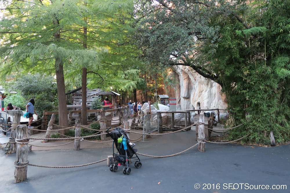 A look at Runaway Mountain's outside queue line.