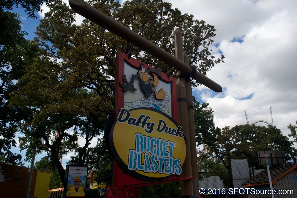 The sign to Daffy Duck Bucket Blasters.