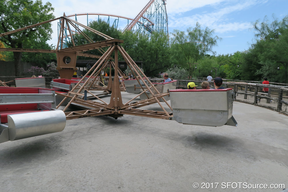 Sidewinder is a classic Scrambler attraction.