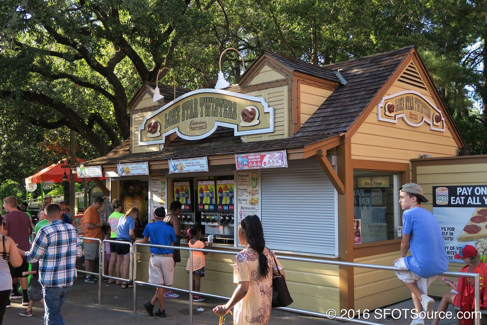 Lone Star Twisters is an outdoor food stand.