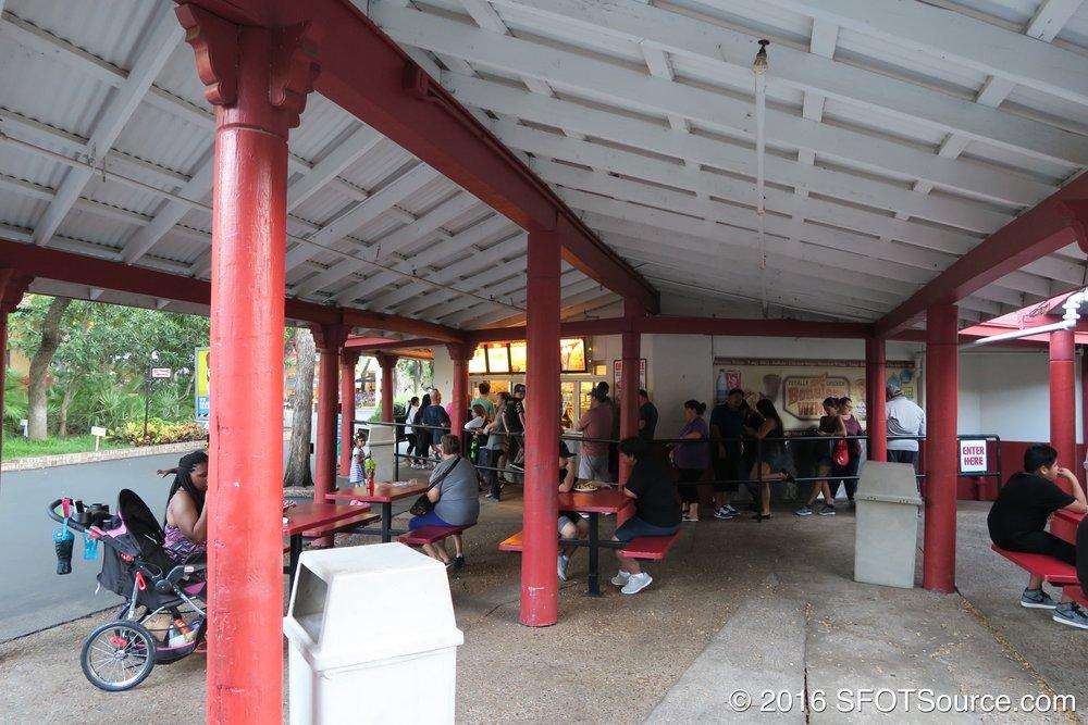 Rancho de Pollo has outdoor covered seating.