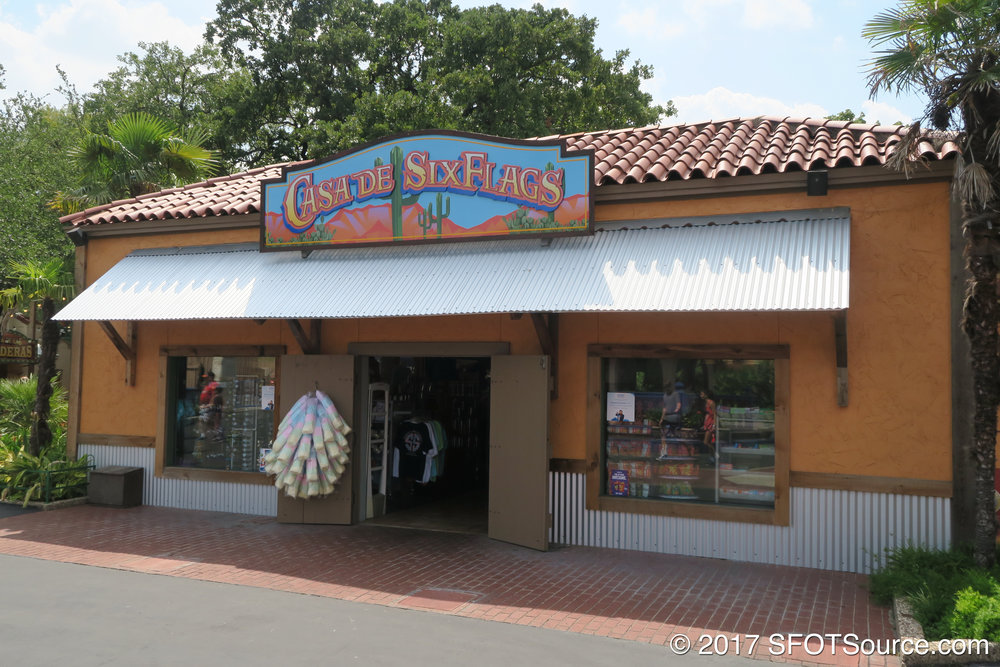 The main entrance to Casa de Six Flags.