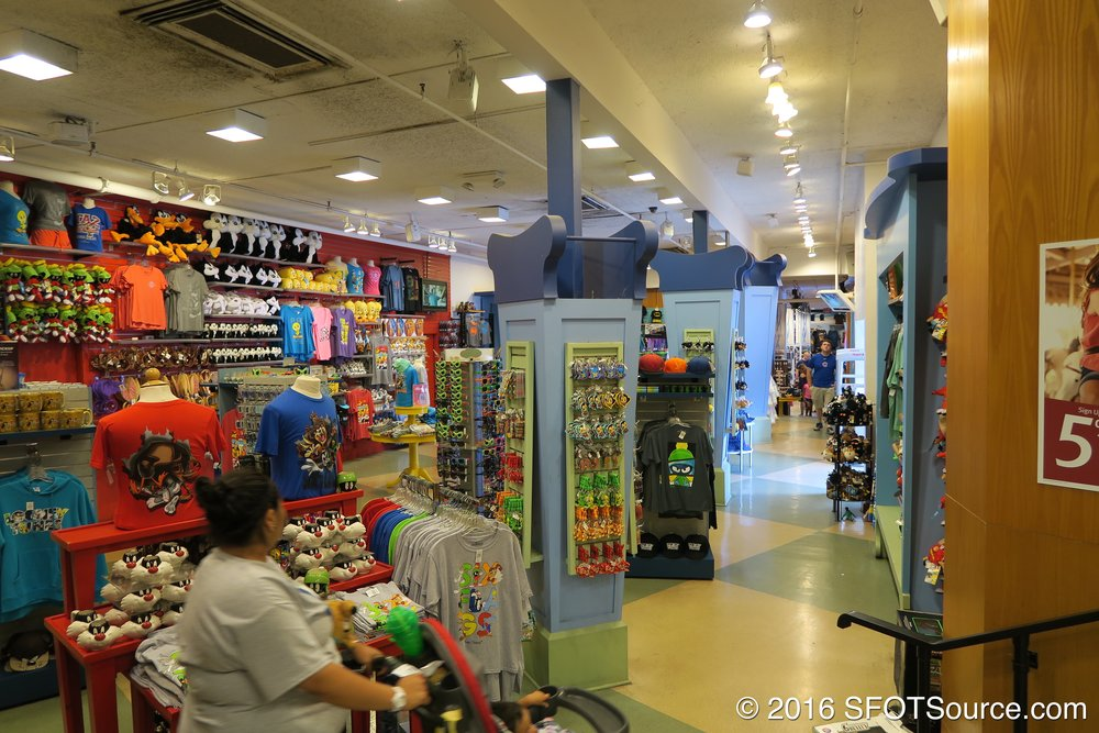 A look around the inside of Looney Tunes Mall.