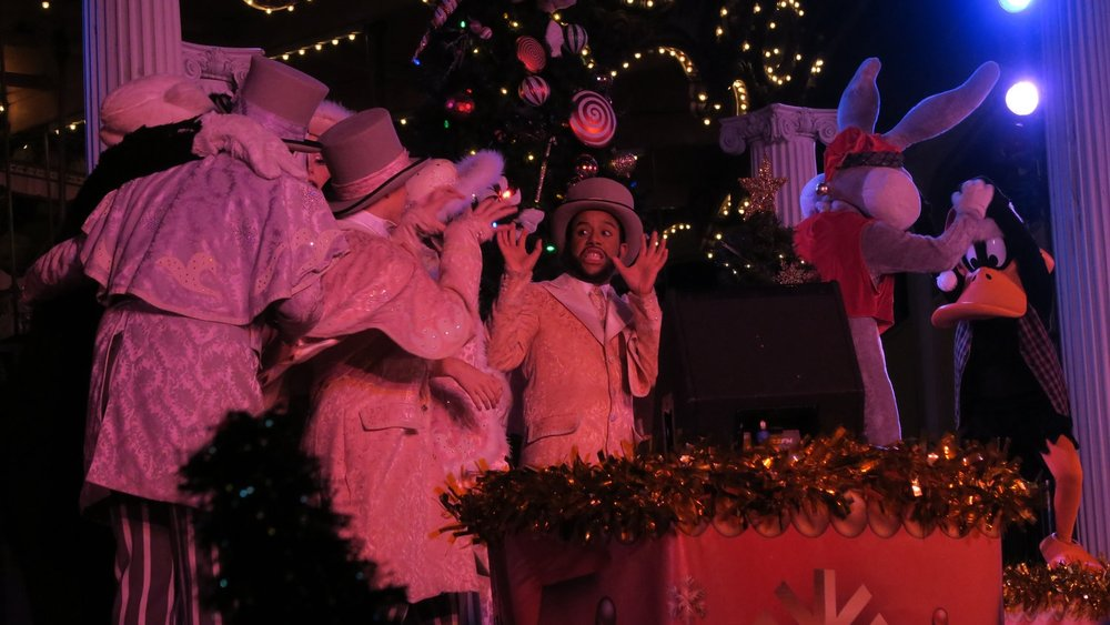 A Jolly Holiday - At the end of each evening, gather around the Silver Star Carousel Stage for one final holiday celebration. A Jolly Holiday features dancers, the Looney Tunes characters, Santa's reindeer, and Santa Claus himself. (Please Note: Santa goes back to the North Pole 12/23)