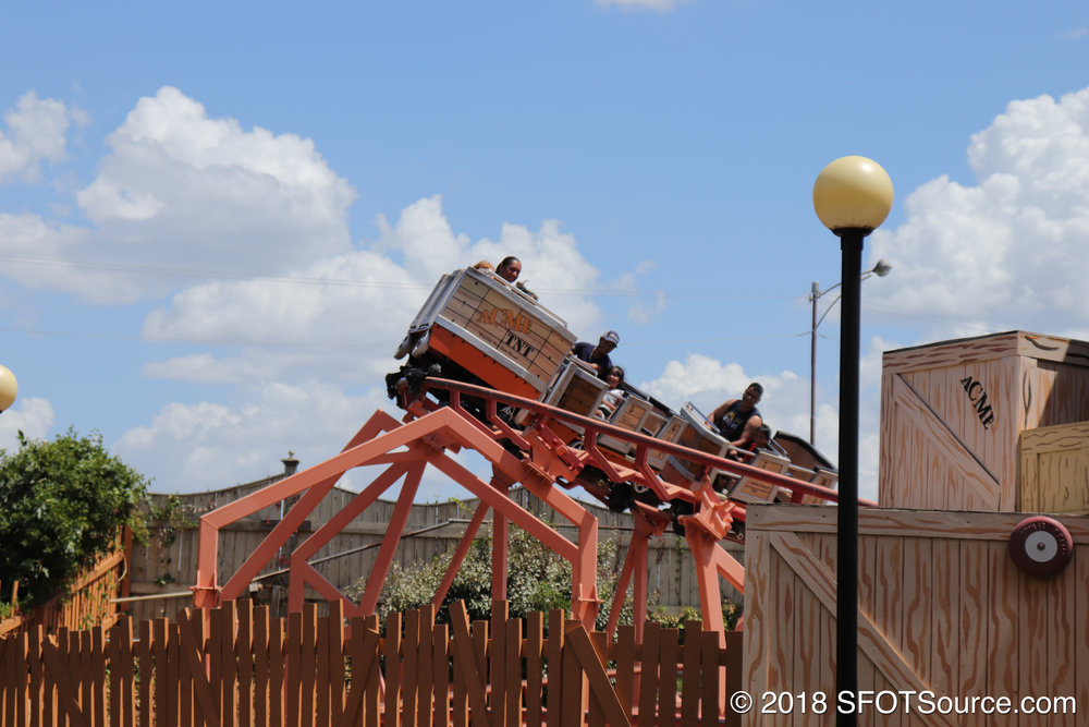 Grand Canyon Blaster traveling around one of the multiple turns in the ride.