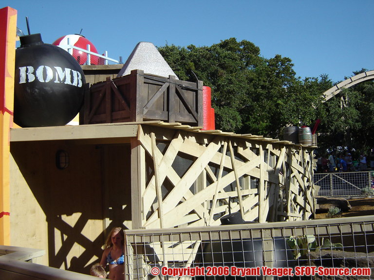 A look at the ride's detailed queue line.