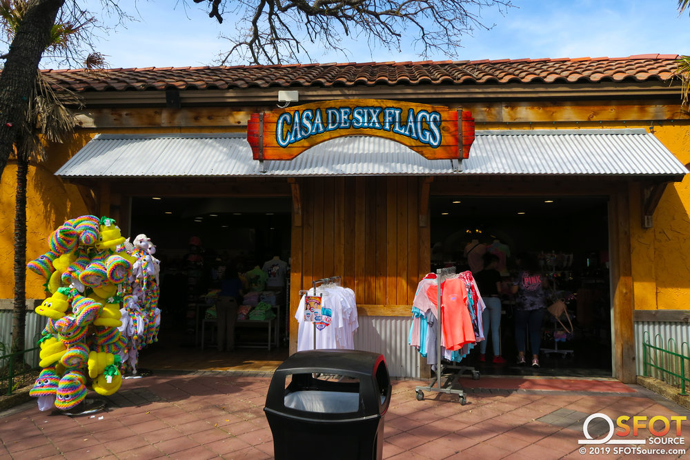 One of three entrances into Casa de Six Flags.