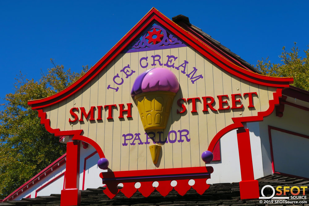 The Smith Street Ice Cream Parlor sign.
