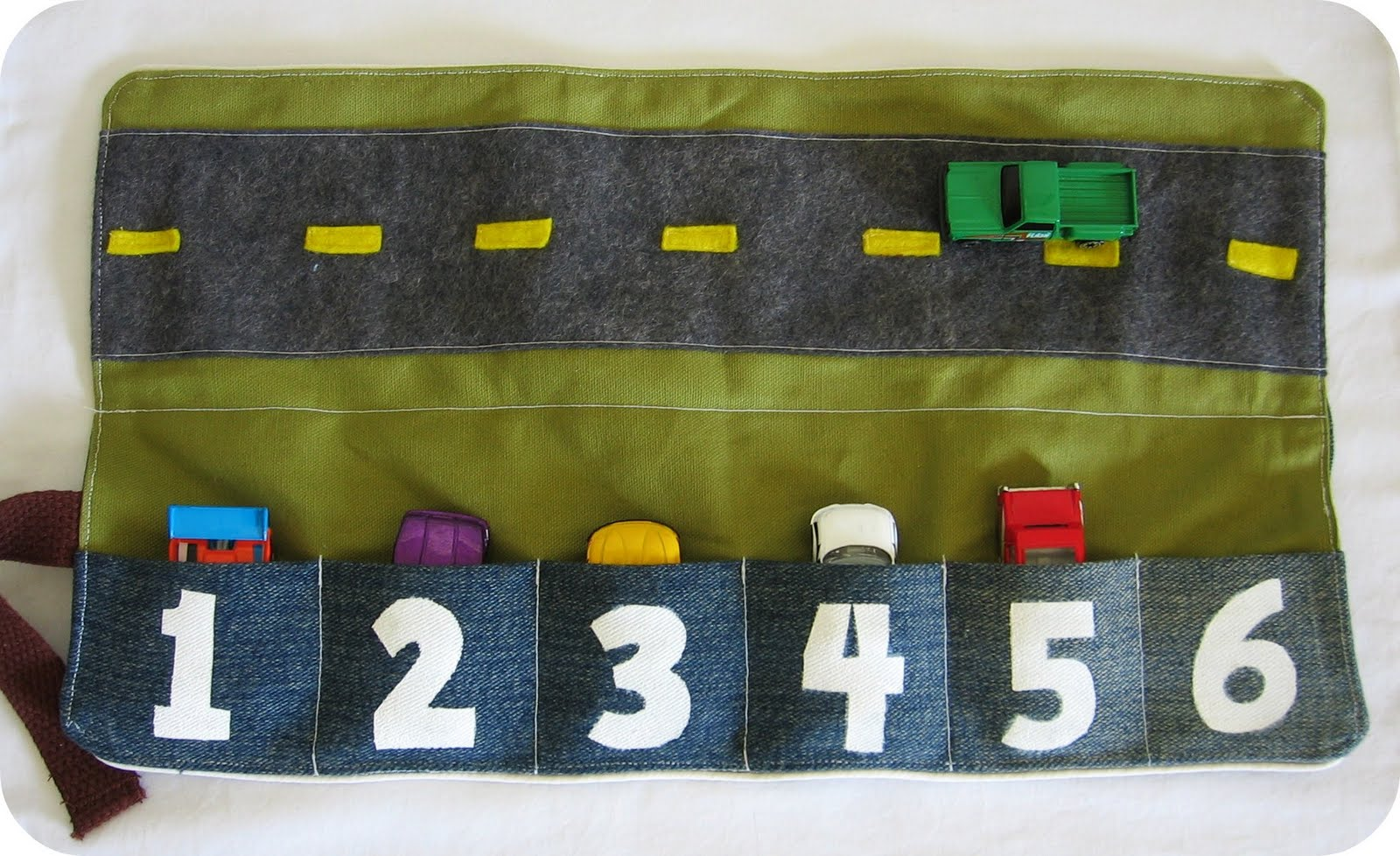 2) -Cozy Car Caddy - This is on Homemade by Jill. I loved this one as well. It is perfect for any little boy in your life. Go here for this tute. I am thinking about my son as I write this.