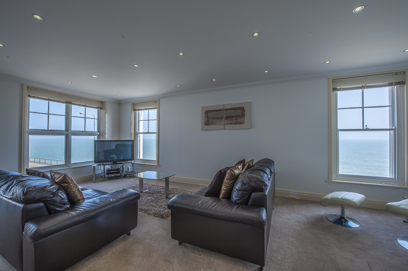 JL living area 2.jpg