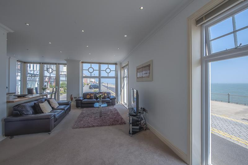 SC Living area 2.jpg