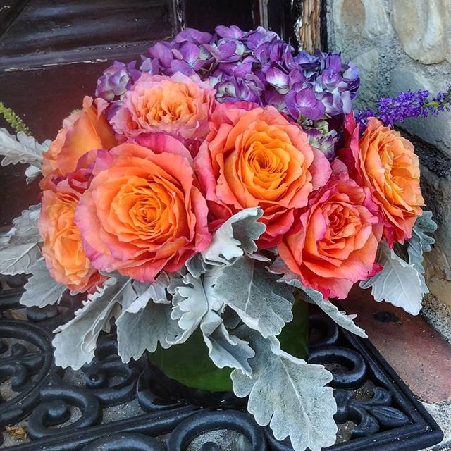 Beautiful contrasting colors lead to an otherworldy arrangement.  #flowers #flowers #floral #florals #flowerlovers #flowerlove #blooms #instablooms #flowersofinstagram #flowerarrangement #floralarrangement #flowerstagram #instaflowers #beautiful #florist #lagunabeach #flower_daily #floraldesign #flowerdesign