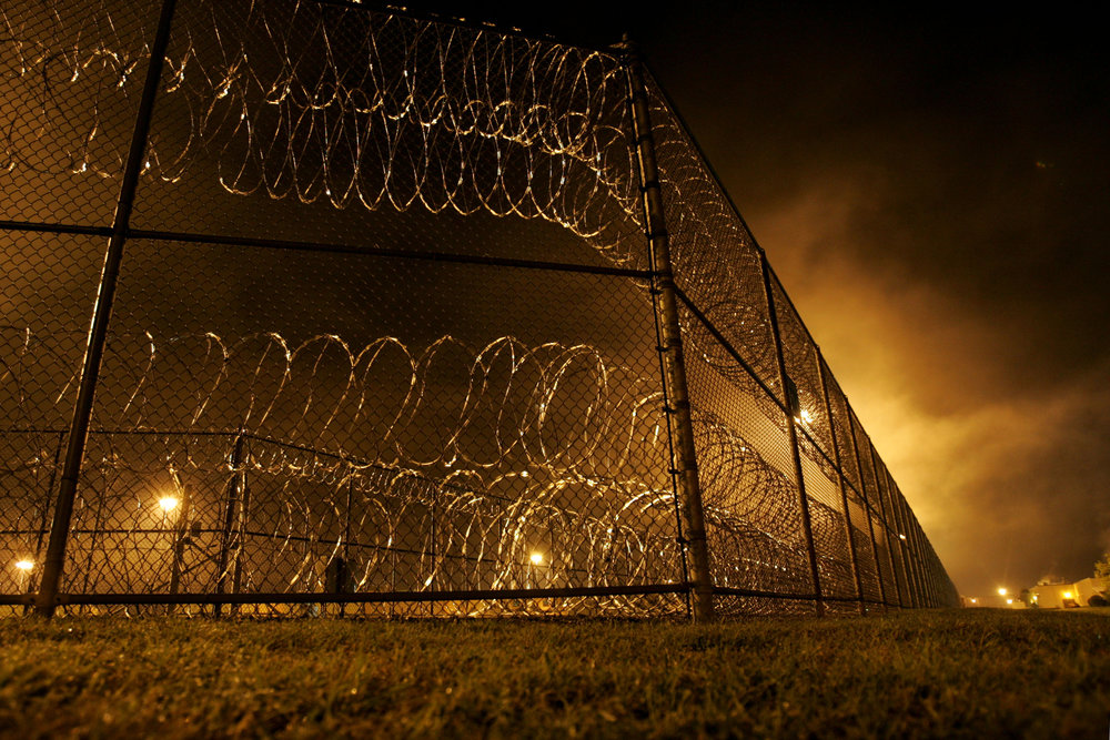 Fog rolls above the concertina wire at Riverbend Maximum Security Institution where Daryl Holton is executed at 1 a.m. Wednesday, September 12, 2007 in Nashville, Tenn.