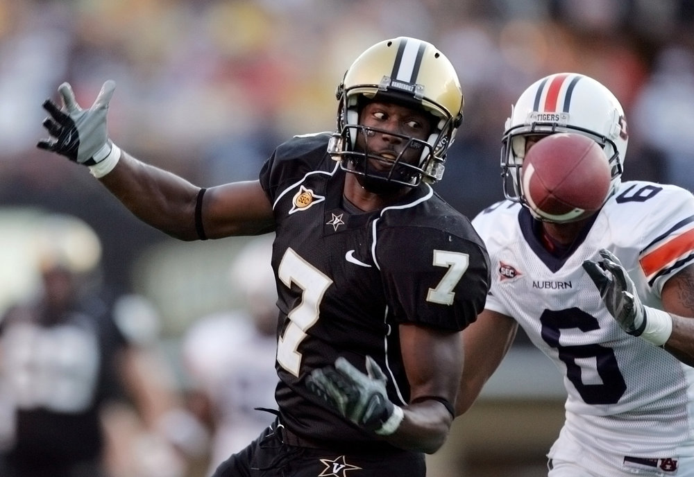 Vanderbilt's Sean Walker (7) eyes a pass in the first half against Auburn Saturday, October 4, 2008 in Nashville, Tenn.