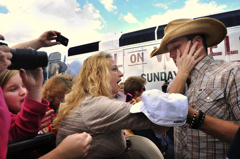 A fan touches Jason Aldean as he signs autographs for fans after a free concert at the riverfront downtown November 8, 2011 in Nashville, Tenn .