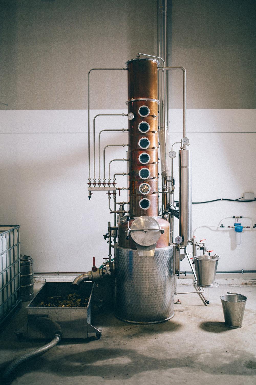 In traditionellem Kupferkessel destilliert -