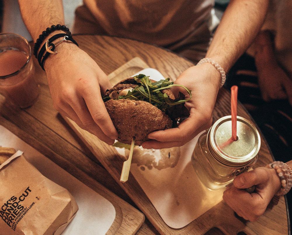 Drei verschiedene Burger Kreationen warten auf dich -
