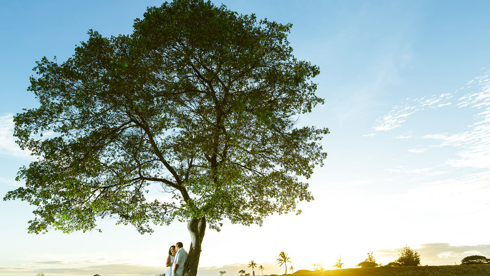 Engagement session during the sunset in Hawaii.