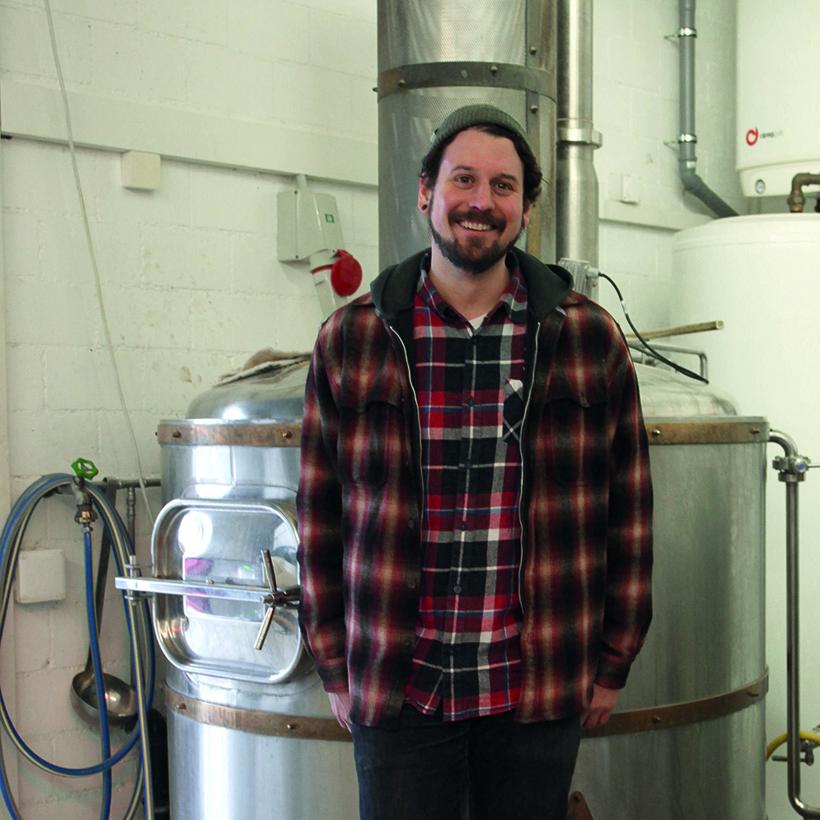Tom, Storm&Anchor - Bierkreationen, Winterthur (ZH)Als Gipsybrewer ist Tom selbstständig und bringt seine ganz eigenen Rezepturen in Flaschen und Fässer. Von spritzig über dunkel bis süss, er überrascht uns immer wieder aufs Neue.Website Storm&Anchor Brewing Company