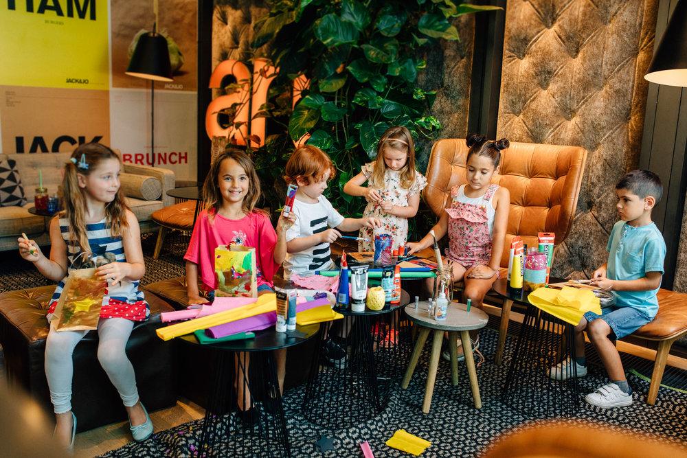 Advents-Sonntage - Jeden Sonntag von 14.00 - 17.00 Uhr kannst Du mit unserem Team bezaubernde Weihnachtsgeschenke basteln. Komm vorbei und lass Dich inspirieren. Die Kinderbasteln sind betreut und kostenlos.