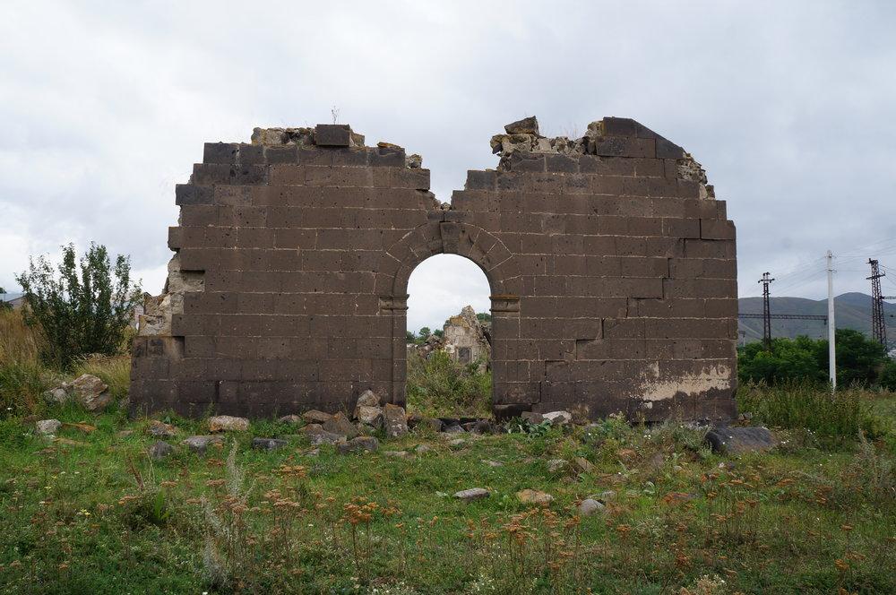Շիրակամուտի հին եկեղեցու ավերակները երկրաշարժից առաջ: